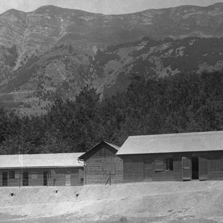 Costruzione in legno al Passo del Lagastrello 1906