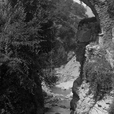 Canale lungo la strada di Filattiera 1906