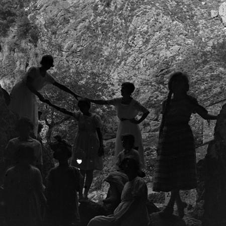 Gruppo di famiglia all'ingresso della grotta di Equi Terme 1921