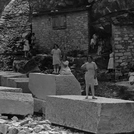 Gruppo di famiglia alle cave di Carrara 1921