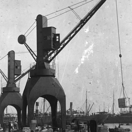 Gru idraulica al porto di Genova