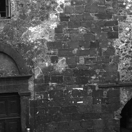 Particolare della muratura di una casa di Bagnone